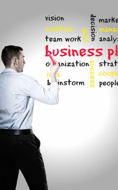 mann mit businessplan